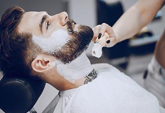 Homme à barbe et moustache